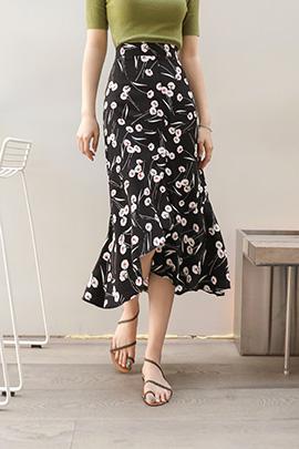 the same, skirt