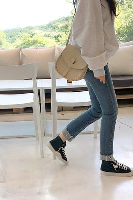 friend, jeans