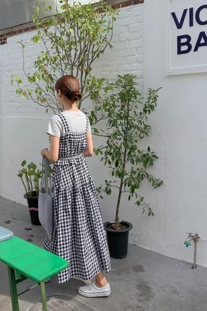 格纹吊带蓬松连衣裙