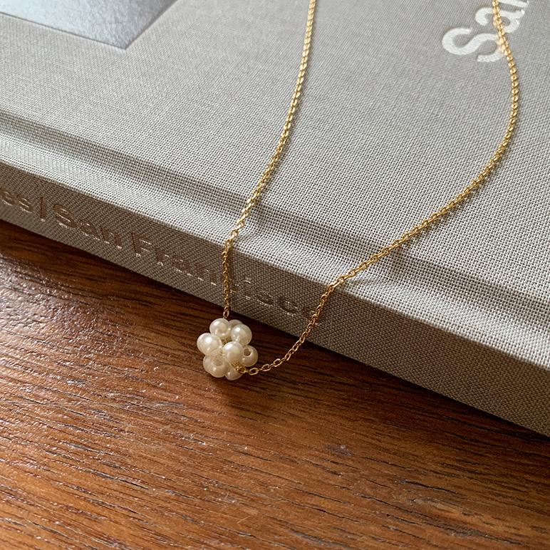 小珍珠编制花球锁骨链
