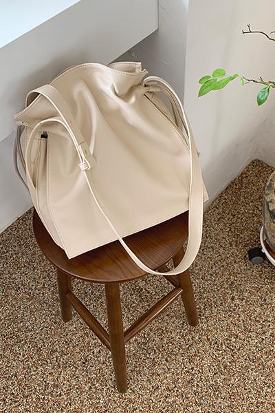 时尚个性抽带斜挎包
