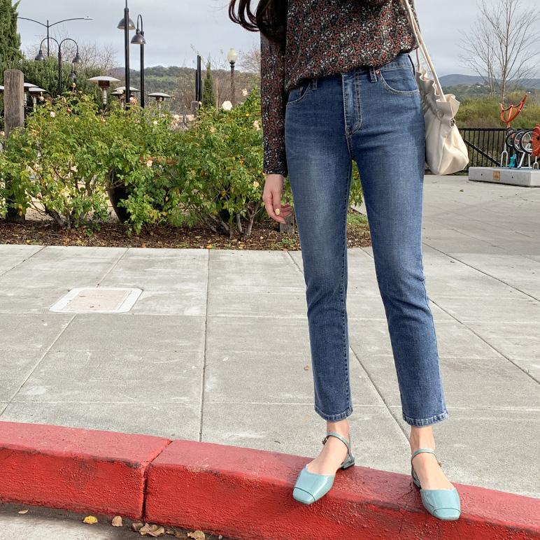 时尚修身直筒牛仔裤