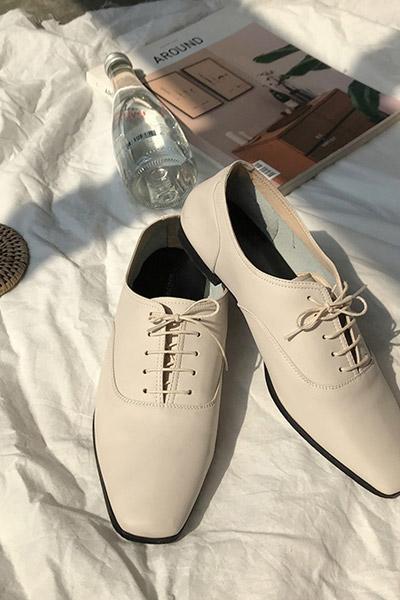 平底系带英伦白鞋