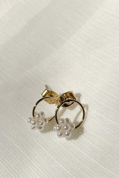 珍珠装饰耳环