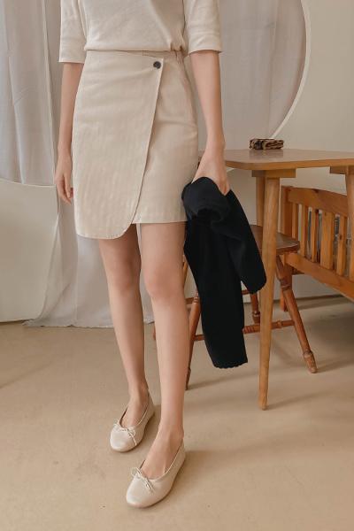 简约竖纹迷你短裙