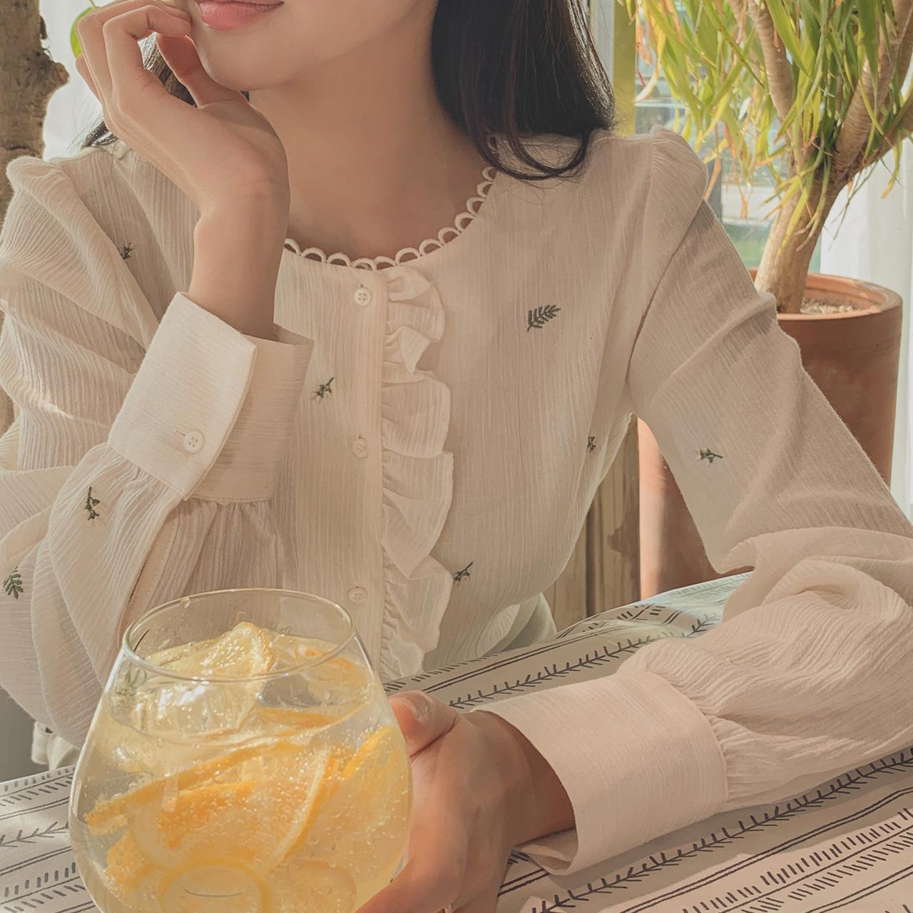 刺绣木耳边气质长袖衬衫